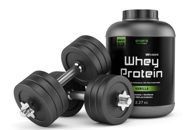 Во время похудения стоит добавлять в пищу комплексный протеин, а сывороточный принимать только утром и перед тренировкой