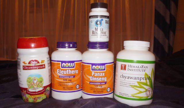 Человек ищет добавки, которые могли бы защитить организм от негативных воздействий