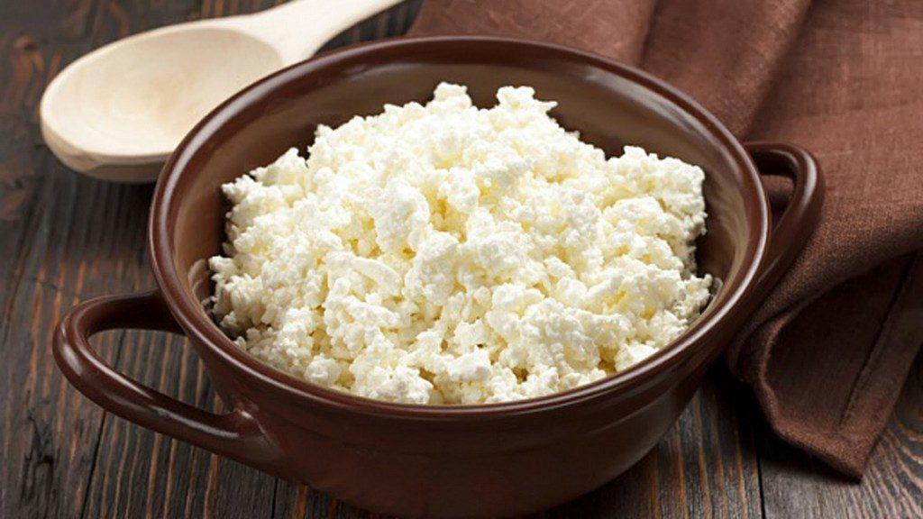 Творог — питательный продукт, содержащий множество полезных микро- и макроэлементов