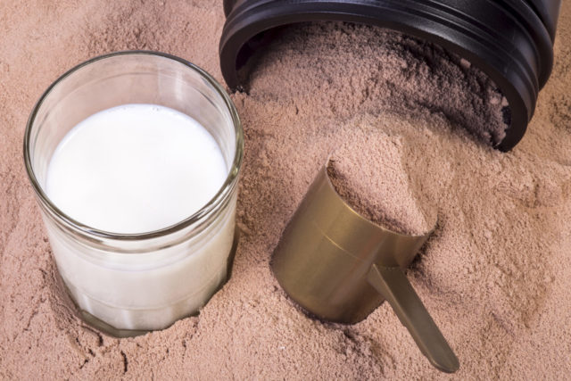Он используется в качестве пищевой добавки, которая может продаваться в виде уже готовых протеиновых коктейлей